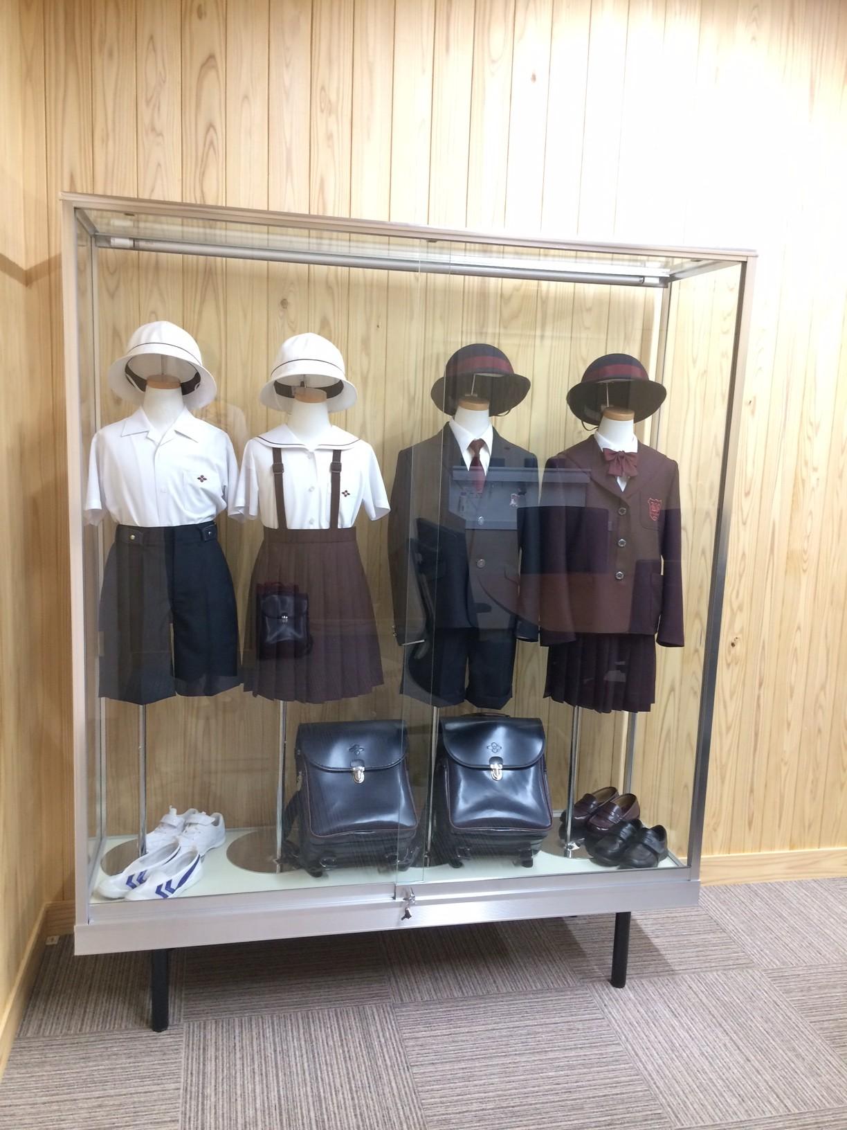 共愛学園小学校制服