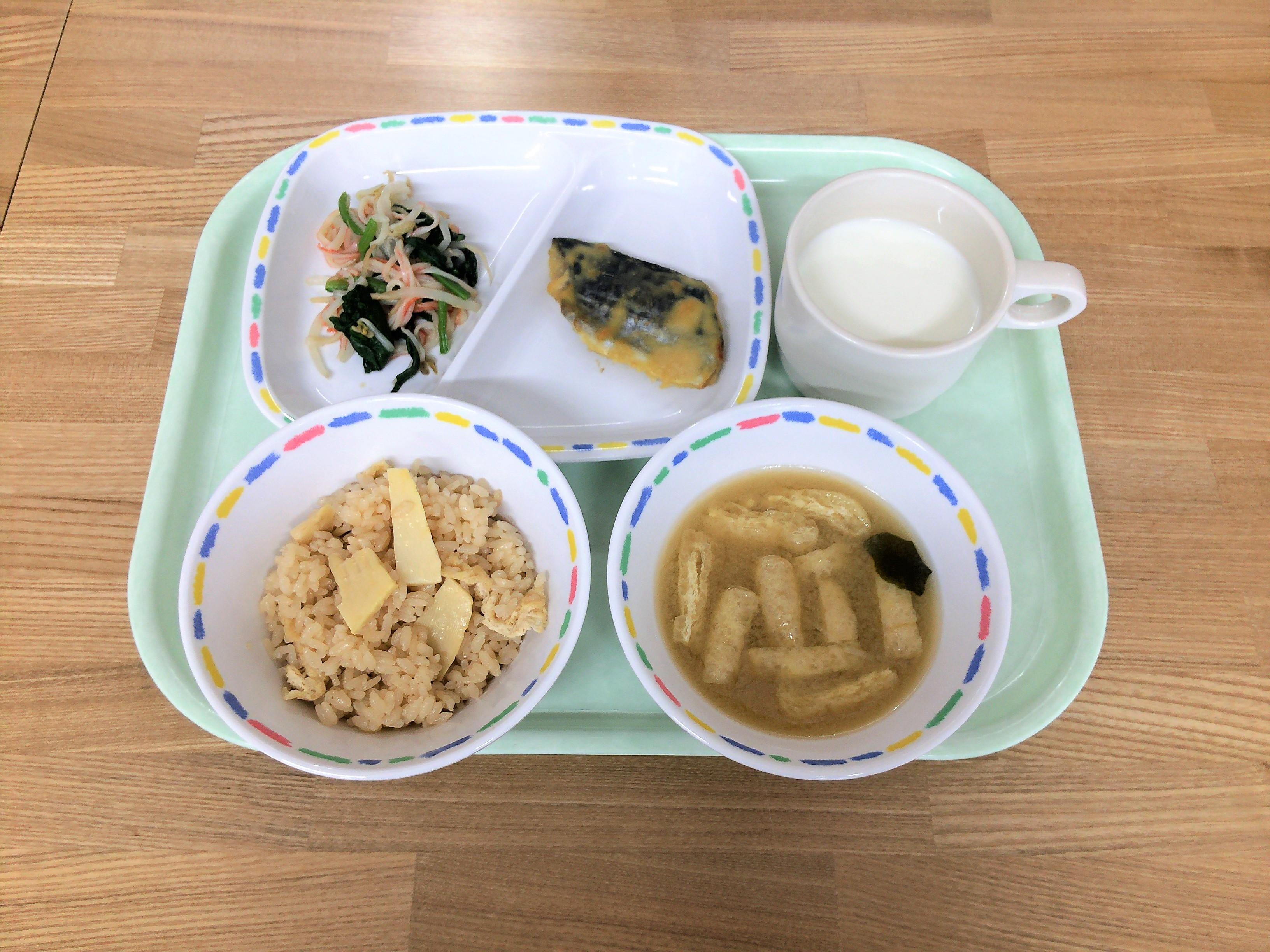 共愛学園小学校給食